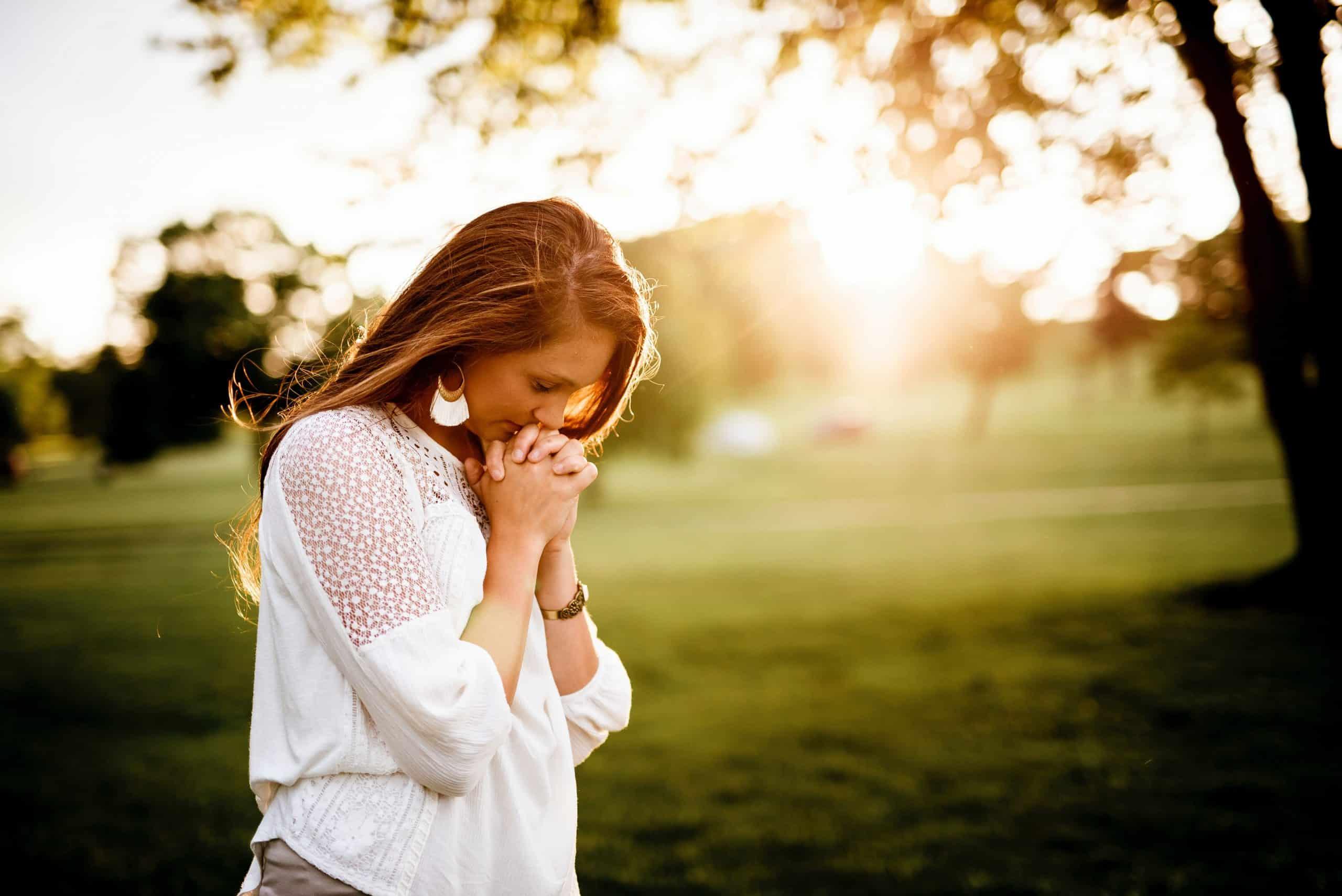 Woman praying to God.